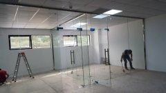 办公室玻璃隔断安装与维修